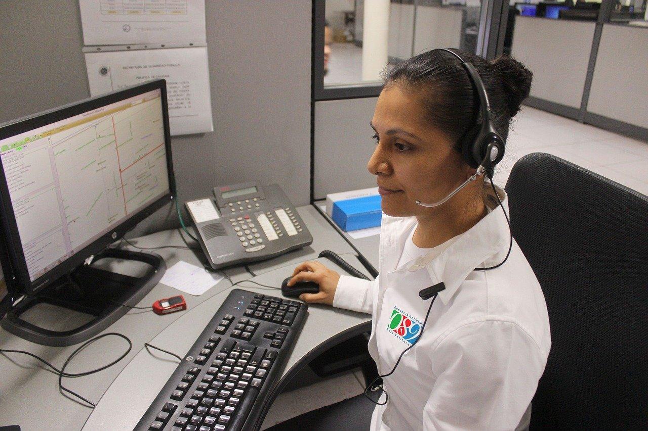 woman, call, police-2821623.jpg